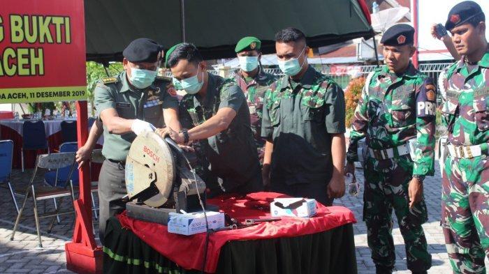 Oditur Militer Banda Aceh Musnahkan Tiga Senjata Api Rakitan, Puluhan Amunisi dan Sabu