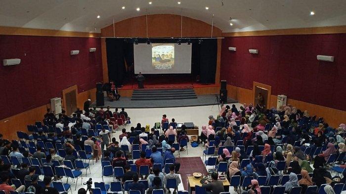 Tepuk Tangan dan Cuitan Sambut Pemutaran Perdana Film Ajari Aku Aceh di Taman Budaya - pemutaran-perdana-film-ajari-aku-aceh.jpg