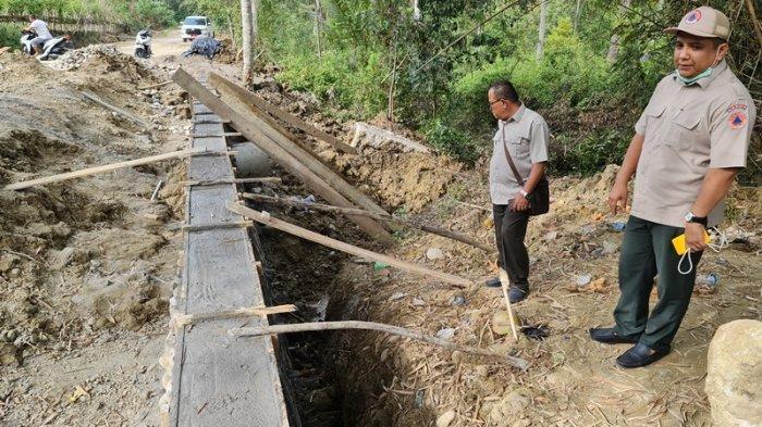 Anggota DPRK Pidie Jaya Minta Penanganan Jalan Ambruk Dilengkapi Drainase, Ini Tanggapan Kepala BPBD