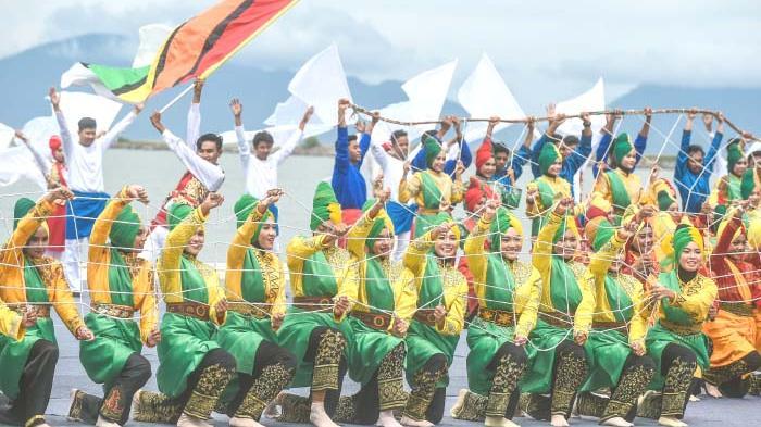 Mahasiswa Aceh Tampilkan Likok Pulo di Turki