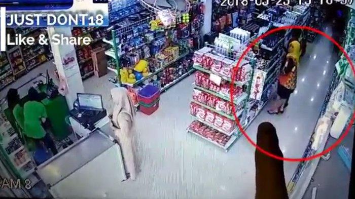 VIDEO - Komplotan Maling Terekam CCTV Mencuri di Minimarket, 2 Laki-laki Bantu 3 Wanita Beraksi