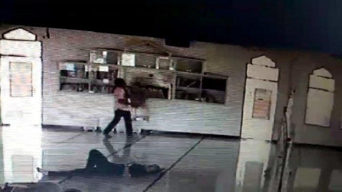 Maling Pakai Xenia Bawa Kabur Kotak Amal Masjid di Pidie, Aksinya Terekam CCTV