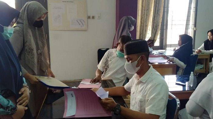 Ratusan Pelamar CASN Tenaga Kesehatan Serahkan Berkas ke BKPSDM Bireuen