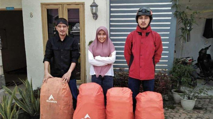 Said Murthaza Almahdaly (36/kiri) sebagai Teamleader rangkap Navigator dan Rescue. Sultan Refi Pobri Fonna (23/kanan) sebagai Sweeper-1 rangkap Dokumentasi dan Logistik serta satu-satunya perempuan dalam tim, yakni Nova Zahara (23) sebagai Sweeper-2 dalam ekspedisi pendakian di pegunungan utara Gayo Lues tepatnya di wilayah Tripe Jaya yakni Pegunungan Abong-abong yang berdekatan dengan perbatasan Aceh Tengah dan Nagan Raya