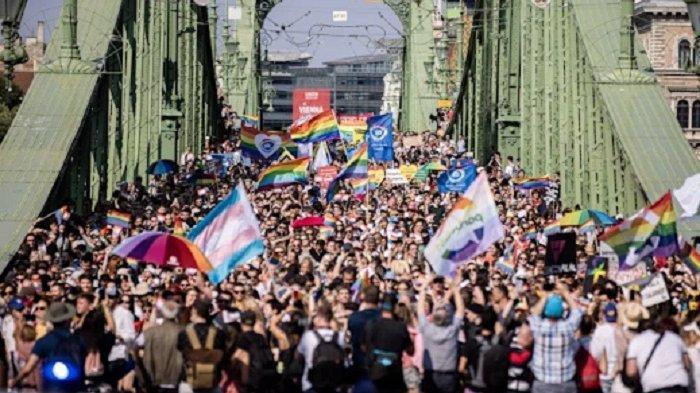 Ribuan Warga Hungaria Demo Dukung LGBTQ, Penerus Kaum Nabi Luth Yang Telah Dilaknat Oleh Allah SWT