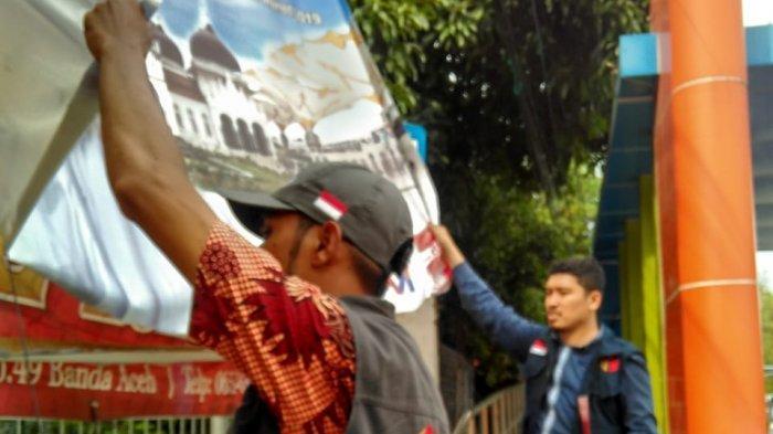 Masuki Masa Tenang, Panwaslih Banda Aceh Tertibkan Alat Peraga Kampanye Peserta Pemilu