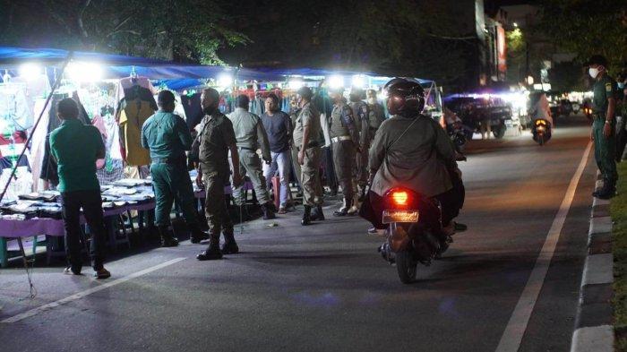 Hindari Kesemrawutan Kota, Satpol PP dan WH Banda Aceh Tertibkan PKL di Sejumlah Jalan Protokol