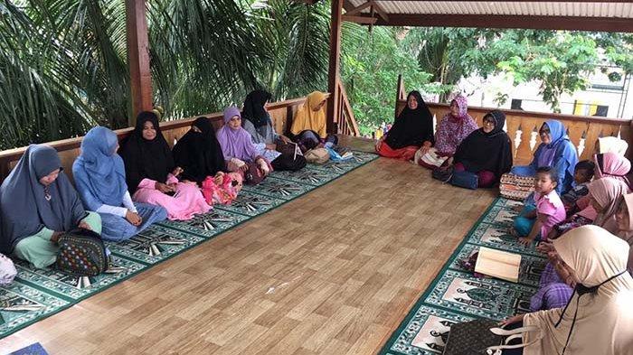Ibu-ibu Pengajian Cahaya Aceh Akhiri Masa 'Libur' Corona