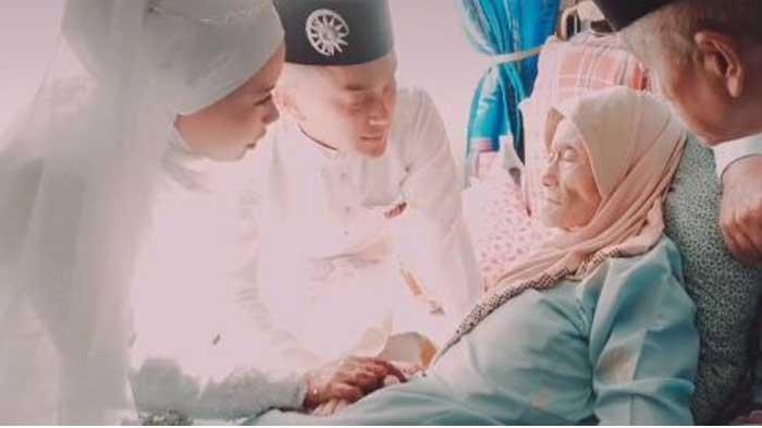 VIRAL Kisah Pengantin Tunaikan Permintaan Terakhir Ibunya sebelum Meninggal Dunia