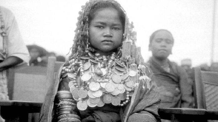 Mewahnya Pengantin Gayo Masa Lalu, dengan Hiasan Kalung Perak - pengantinwanitagayo.jpg