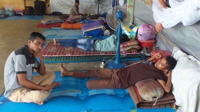 Dua Pengungsi Rohingya Terkatung-katung di Bireuen, 77 Orang Lainnya Kabur