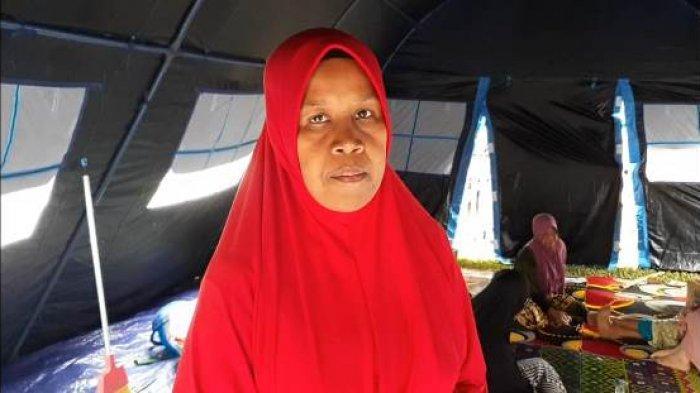 Pengungsi terdampak tanah bergerak di Gampong Lamkleng, Kecamatan Kuta Cot Glie, Aceh Besar, Fitrina