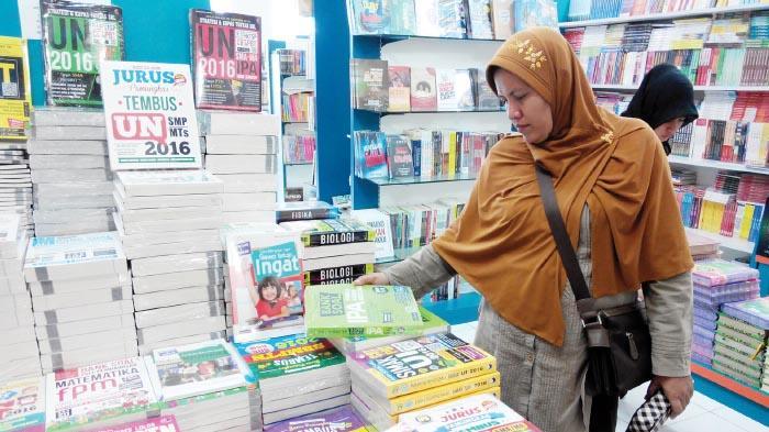 New Zikra Gratiskan Satu Set Alat Tulis Serambi Indonesia