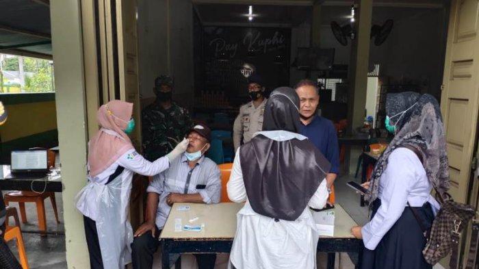17 Pengunjung Warkop di Aceh Jaya Mendadak Diswab Antigen oleh Tim Satgas Covid-19, Ini Hasilnya