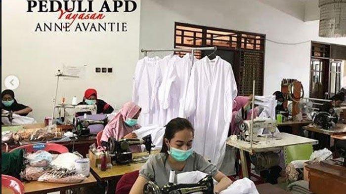 Anne Avantie Jahit Baju Hazmat untuk Disumbangkan ke Paramedis yang Merawat Pasien Corona
