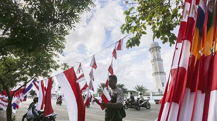 Dandim 0101 Ajak Masyarakat Kibarkan Bendera Merah Putih