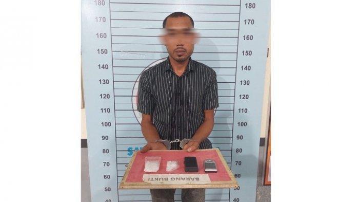 Pria Ini Ketiban Sial, Tunggu Pembeli Sabu di Tanggul Sungai, Tapi yang Datang Malah Polisi