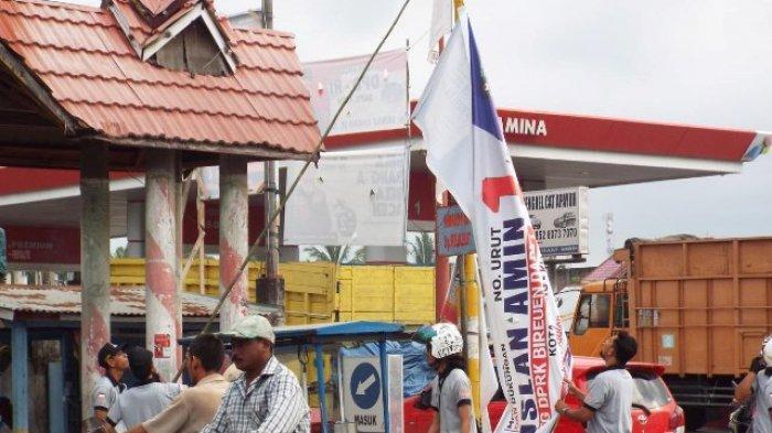 Tim Gabungan Turunkan Ratusan Alat Peraga Kampanye di Lokasi Ilegal