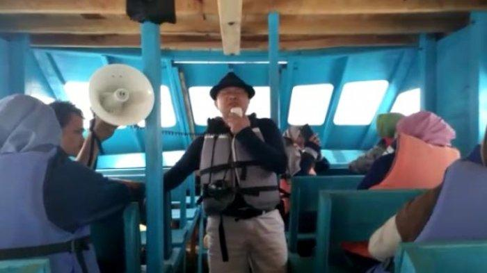 Meski Diayun Gelombang, Penyair Tetap Baca Puisi dalam Pelayaran ke Pulau Tikus Bengkulu