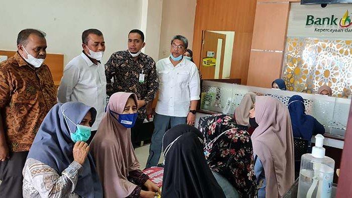 Wabup Pidie Jaya Pantau Penyaluran Modal Usaha di Bank Aceh Syariah Cabang Meureudu