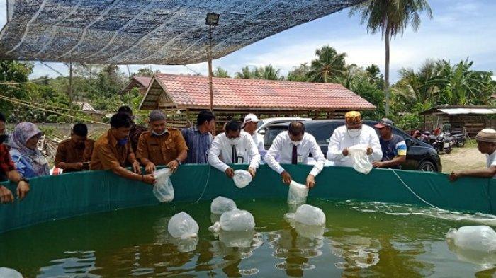 Tingkatkan Ketahanan Pangan, 7 Warga Lhokseumawe Terima Bantuan Alat Pembuat Kerupuk Ikan