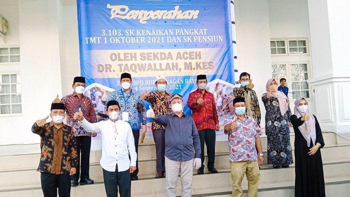 Sekda Aceh Ingatkan Warga Perketat Protkes, Serahkan 16.000 Masker di Nagan Raya