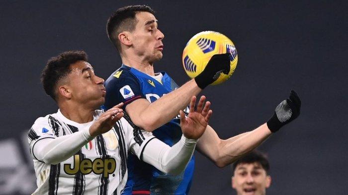 FOTO - Juventus Kalahkan Udinese 4-1, Cristiano Ronaldo Cetak Dua Gol - penyerang-udinese-kevin-lasagna-1.jpg