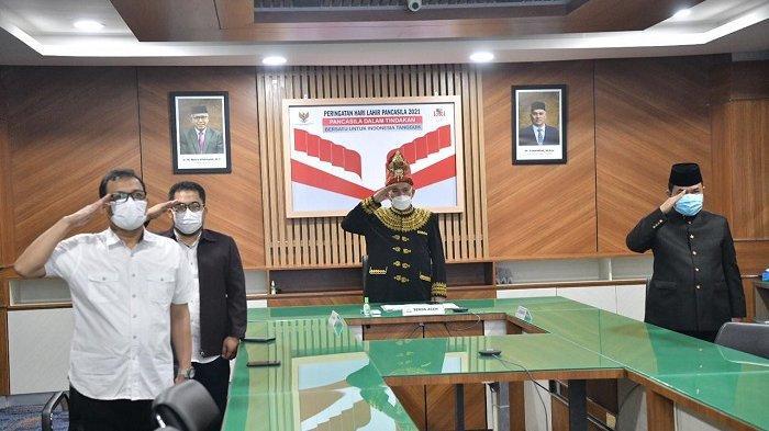Ikuti Peringatan Hari Lahir Pancasila Secara Virtual, Sekda Pakai Baju Adat Aceh