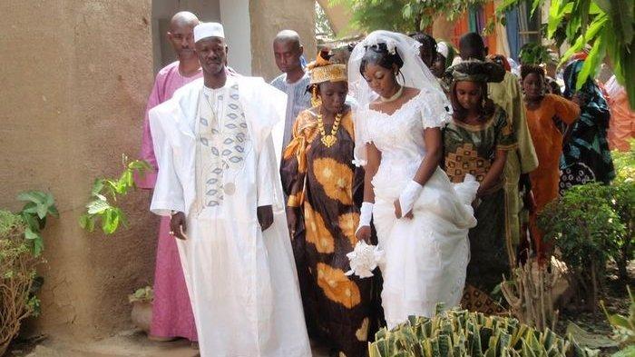 5 Tradisi Aneh Pernikahan di Afrika, Pengantin didampingin Untuk Malam Pertama