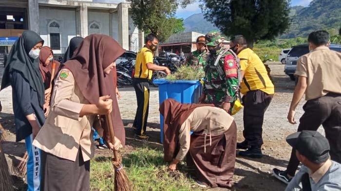 TNI/Polri Bersihkan Rumah Ibadah