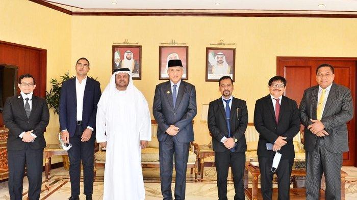 Bupati Aceh Singkil, Dulmusrid foto bersama dengan Gubernur Aceh Nova Iriansyah dan Managing Director of Murban Energy Limited, Mohammed Thani Murshed Ghanem Al Rumaithi dalam pertemuan di Abu Dhabi, Senin (5/4/2021).