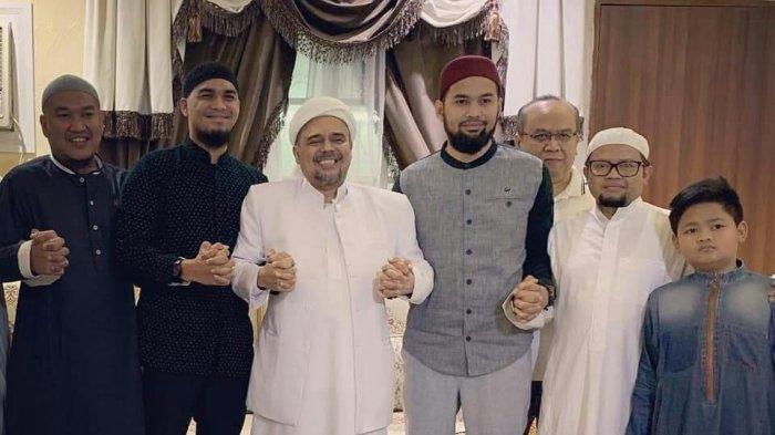 Laksanakan Ibadah Umrah, Teuku Wisnu dan Mario Irwinsyah Bertemu Habib Rizieq Shihab di Mekkah