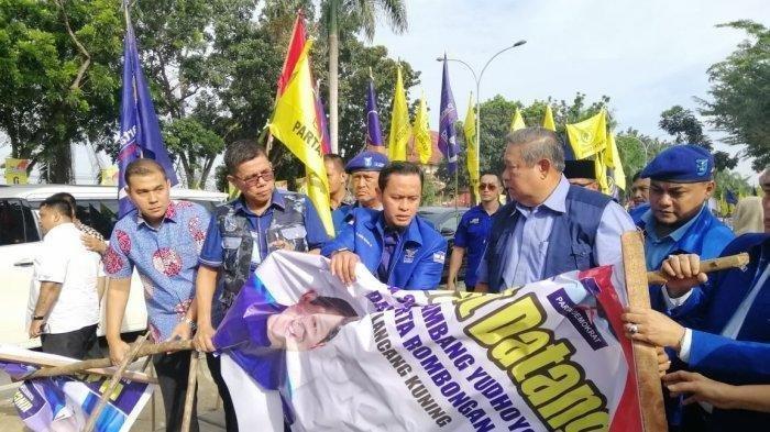 Perusak Baliho Bergambar SBY di Riau Ditangkap oleh Kader dan Simpatisan Demokrat
