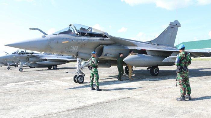 Sebanyak 7 pesawat tempur milik Angkatan Laut Perancis jenis Rafale, mendarat darurat di Pangkalan Udara (Lanud) Sultan Iskandar Muda, Aceh Besar, Sabtu (18/5/2019).