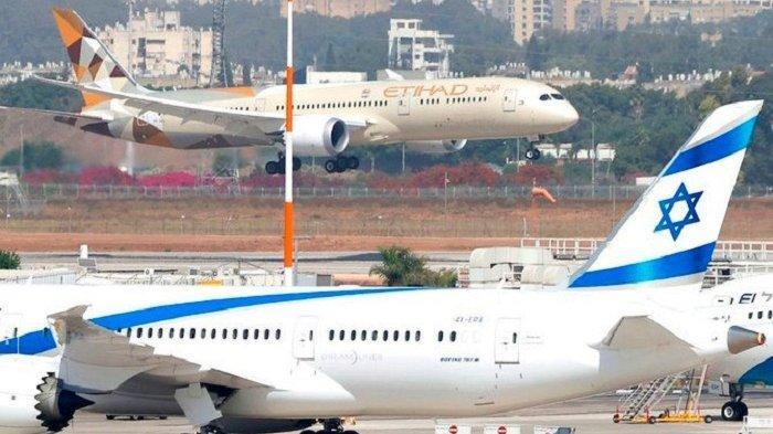 Sebuah pesawat Etihad Airways yang membawa delegasi dari UEA pada kunjungan resmi pertama, mendarat di Bandara Ben Gurion Israel dekat Tel Aviv, Selasa (20/10/2020).    Artikel ini telah tayang di serambinews.com dengan judul UEA dan Israel Sepakati Investasi Rp 44 Triliun, AS Sebagai Pemegang Kunci, Jadi Sejarah Lagi, https://aceh.tribunnews.com/2020/10/21/uea-dan-israel-sepakati-investasi-rp-44-triliun-as-sebagai-pemegang-kunci-jadi-sejarah-lagi.  Editor: M Nur Pakar
