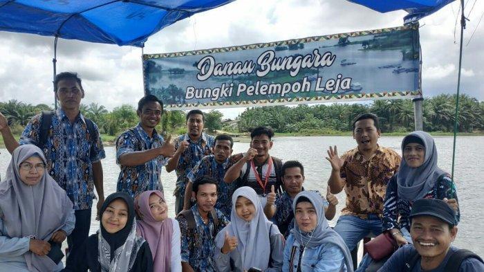 Peserta Bimtek Kewenangan Qanun Kampung  Aceh Singkil Belajar di Objek Wisata Danau Bungara
