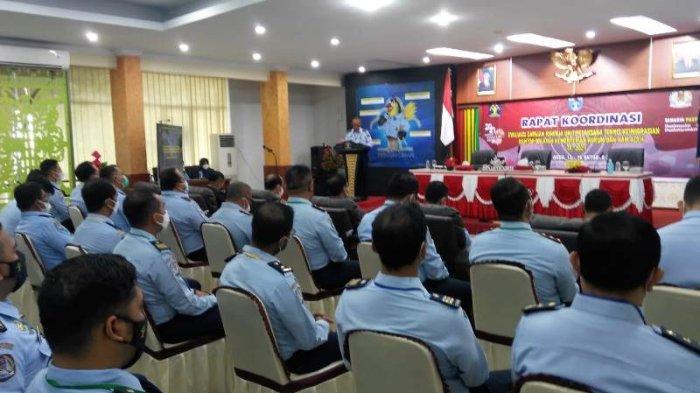 Peserta Rakor Evaluasi Capaian Kinerja Unit Pelaksana Teknis Keimigrasian Kanwil Kemenkumham Aceh Tahun Anggaran 2021 di Aula Kanwil Kemenkumham Aceh, Banda Aceh, Kamis (14/10/2021)