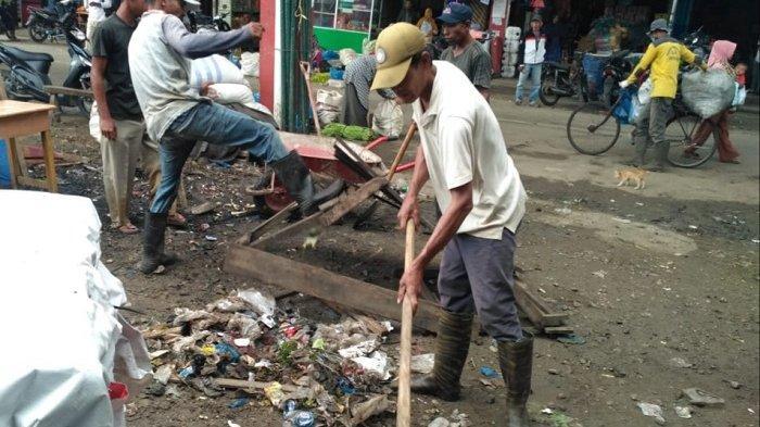 Delapan Pusat Pasar di Pijay Dibersihan DLH, Ini Yang Diharapkan Kepada Masyarakat