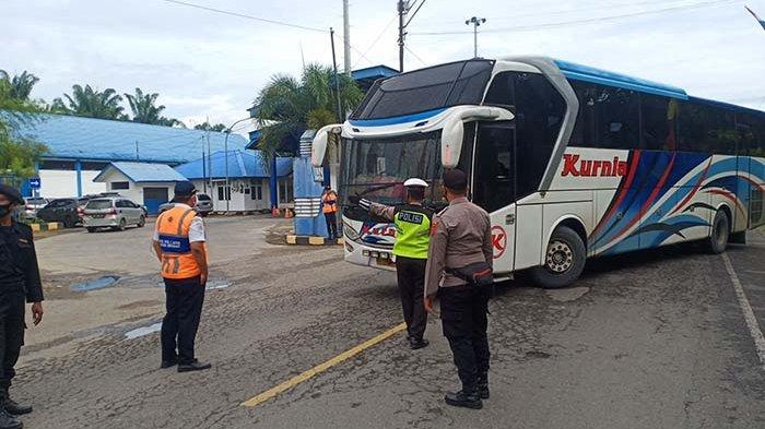 Dilarang Beroperasi, Angkutan Umum AKDP Stop Jual Tiket
