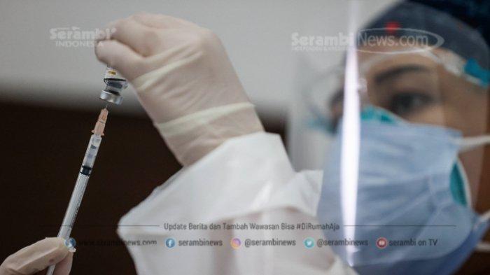 FOTO - Vaksinasi Tahap Pertama Untuk Tenaga Kesehatan Dimulai - petugas-kesehatan-menerima-suntikan-vaksin-corona-3.jpg