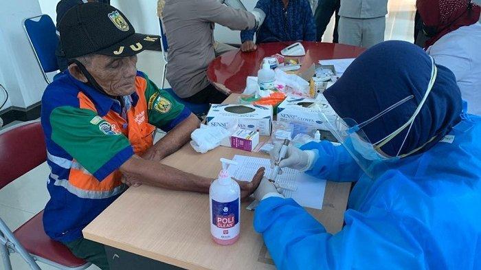Juru Parkir Banda Aceh Ikuti Pemeriksaan Kesehatan dan Rapid Test