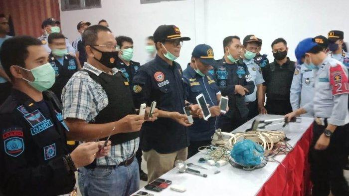 Petugas LP Meulaboh Geledah Kamar Napi, 13 Unit HP Disita