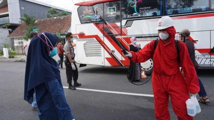 Pesta Pernikahan Dihentikan Oleh Polisi, Tamu dan Bus Disemprot Disifektan Sebelum Diminta Pulang