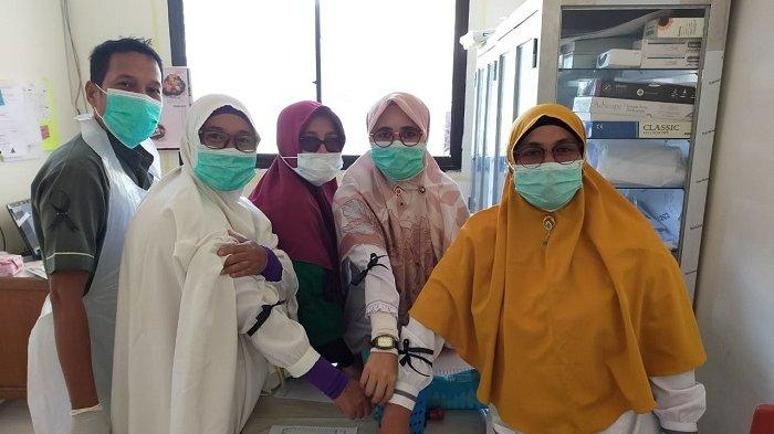 Duka untuk Perawat RSUTP Meninggal Putus Tangan, Staf Rumah Sakit Pasang Pita Hitam di Lengan