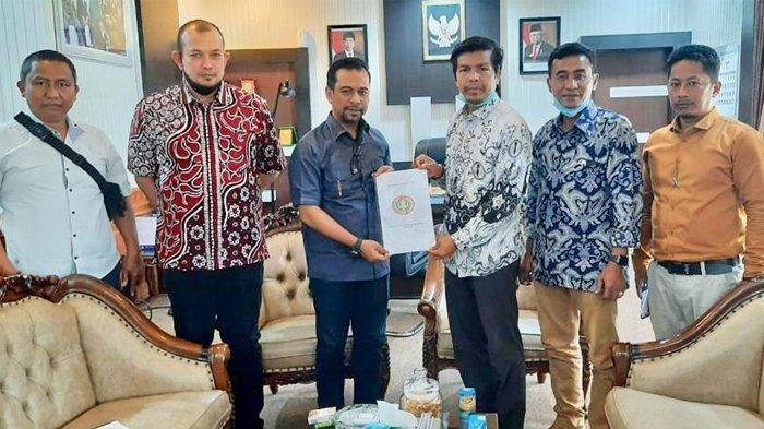 Guru di Aceh Akan Dilindungi dengan Qanun, Raqannya Sudah Diserahkan oleh PGRI ke DPRA