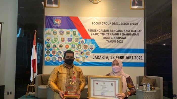 Kesbangpol Aceh Dapat Piagam Penghargaan Capaian Kinerja Tim Aksi Terpadu Penanganan Konflik Sosial