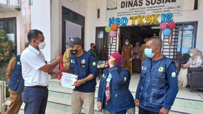 Tiga Petugas TKSK Teladan di Aceh Timur Terima Penghargaan