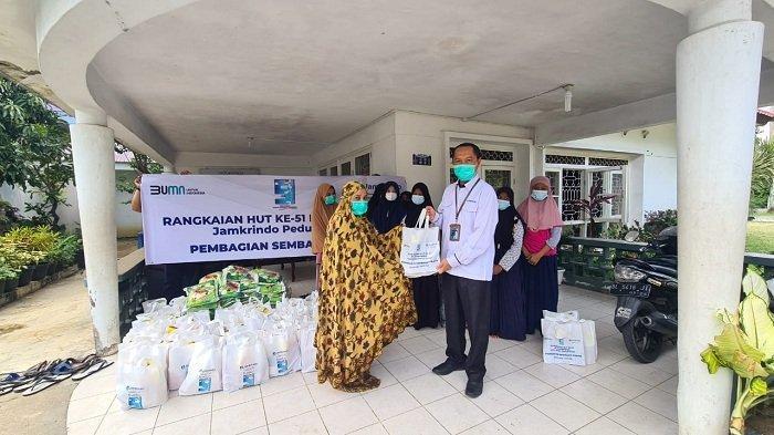 5.100 Warga Dapat Paket Sembako dari Jamkrindo, 1.000 Anak Yatim Disantuni