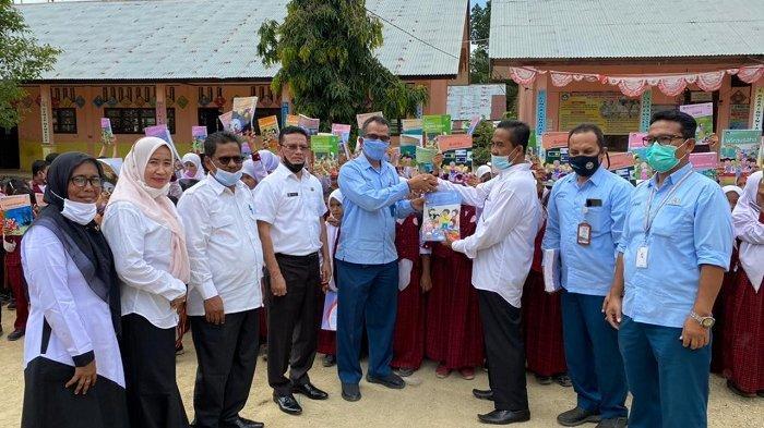 PIM Sumbang Ratusan Buku Tulis dan Bacaan ke Sekolah Pedalaman di Aceh Utara