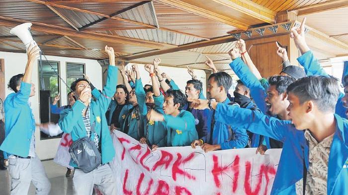 Ekses Demo Kantor Bupati Aceh Utara, Dua Mahasiswa Unimal Masih Ditahan di LP